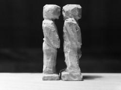 Vortrag zum Familienrecht - Abbildung zeigt 2 Figuren die sich gegenüber stehen